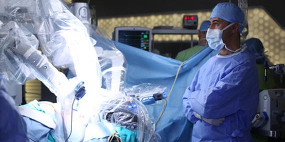Robotické operace v Česku: prostaty ano, dělohy ne